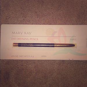Mary Kay Eye Defining Pencil in Sable shade (NWT)